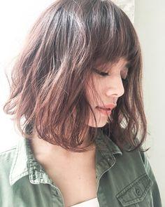 ボブスタイルに ゆるっと無造作パーマスタイル。 時間のない朝でも簡単に可愛く♪♪♪ Medium Short Hair, Long Layered Hair, Girl Short Hair, Hair Bun Maker, Cabello Hair, Japanese Hairstyle, Shoulder Length Hair, Face Hair, Pixie Haircut