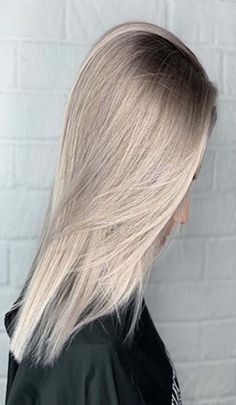 Best hair color ideas 2019 Short Lilac Hair, Black Hair Ombre, Lavender Hair Colors, New Hair Colors, Pretty Hair Color, Ombre Hair Color, Midnight Blue Hair, Light Hair, Hair Lengths