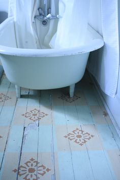 Painted floors - great stencil pattern