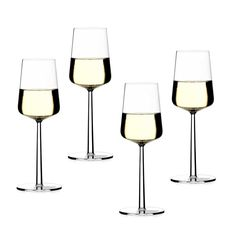 Essence white wine glass is designed by Alfredo Häberli from Iittala and together with the red wine glasses they are a central part of the Essence series. White Wine Glasses, Good Smoothies, Wine Glass Set, Alessi, Fine Wine, Tableware, Kitchenware, Wine Design, White Porcelain