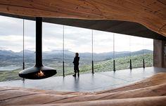 Viewpoint Snøhetta er en utsiktspaviljong på Tverrfjellet i Dovre kommune. Bygget er tegnet av arkitektkontoret Snøhetta, og ble åpnet i 2011. Utsiktsbygget er oppført på oppdrag fra Norsk Villreinsenter Nord. Bygningen er oppført som en boks av stål, med en stor glassflate mot Snøhettamassivet i nord, og en organisk og bølgende form av massivt tre mot sør. Bygget ble kåret til «årets bygning i verden» …
