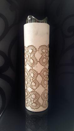 Der Kreative Farbrausch bietet **stylische Teelichthalter im Vintage-Look** an. Größe: 27,2 cm hoch und 7 cm Durchmesser Gewicht: ca. 1,8 kg. Farbgebung: Beton naturgrau mit Kreidefarbe...