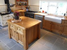 Sparrow's Rest is a traditional Oak kitchen by Simon Birtwistle | Handbuilt Wooden Kitchens that are truly unique | Bespoke Wooden Kitchens Bristol