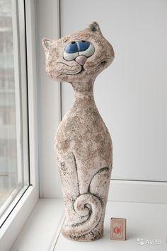 Old Book Crafts, Diy Arts And Crafts, Pottery Sculpture, Sculpture Clay, Ceramic Animals, Ceramic Art, Bowling Pin Crafts, Pottery Angels, Pottery Lessons