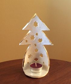 Luminary - majestätischer Baum-Kerze-Halter White Things white and colored lights on christmas tree Christmas Clay, Christmas Crafts, Christmas Ornaments, Christmas Lights, Christmas Stars, Christmas Things, Christmas Candles, Xmas, Clay Projects