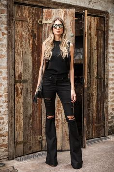 Trendiest Ideas How to Style Black Jeans in Summer | ko-te.com by @evatornado |