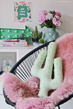 DIY cactus pillow, cactus decor trends
