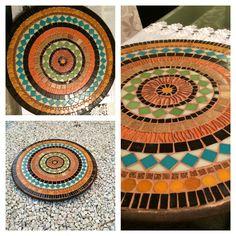Base giratória em MDF com mosaico em pastilha de vidro