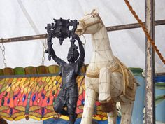 Por entre cavalos e honra (at Benedito Calixto).