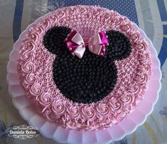 Birthday cupcakes for girls kids minnie mouse 63 ideas Pastel Minnie Mouse Betun, Bolo Da Minnie Mouse, Pastel Mickey, Bolo Mickey, Minnie Mouse Birthday Cakes, Minnie Cake, Mickey Cakes, Mickey Mouse Cake, Birthday Cake Girls