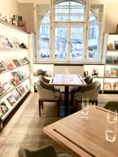 Knihkupectví a kavárna, Bistro Kaprova.
