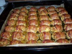Namiesto+sekanej+pečenej+v+celku+som+vyskúšala+tento+recept+–+mini+sekané+na+plechu+so+syrom+a+slaninkou.+Je+to+jednouché,+rýchle+a+úžasne+chutné.+Vyskúšajte!+:-)