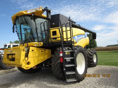 New Holland CR6090 combine