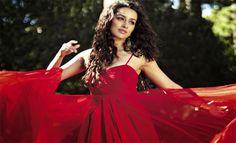 http://www.freakybiz.com/shraddha-kapoors-fan-gifts-selfie-stick/