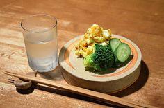 【たまごサラダ】半熟のたまごに、粒マスタードをたっぷりと、アテのためのサラダです 。 今日のお酒は、山梨の「腕相撲」です。
