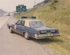 1974 Chrysler Newport Custom West Virginia State Police car - Chryslers were not nearly as common as the Dodge and Plymouth police cars from Chrysler Cars Usa, Us Cars, Emergency Vehicles, Police Vehicles, Sirens, Old Police Cars, Chrysler Newport, West Virginia History, Police Patrol