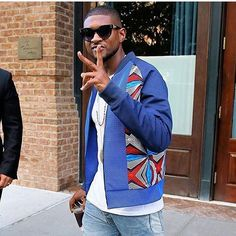 SPOTTED !! @usher wearing a @laurenceairlineofficial jacket in NYC  #spotted #usher #singer #newyork #nyc #fashion #mode #streetwear #street #wear #urban #urbain #men #man #menswear #pretaporter #lifestyle #celebrity #laurenceairline #artpressyourself