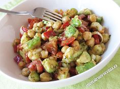 Chickpea, avocado and other vegetables salad recipe. Excellent way to c . Healthy Diet Recipes, Vegetarian Recipes, Healthy Eating, Vegetable Salad Recipes, Pea Salad, Mediterranean Recipes, Appetizer Recipes, Food And Drink, Veggies