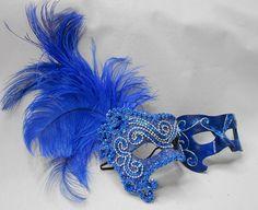 Máscaras venezianas luxo de carnaval para casal em azul.  Clique para ver onde comprar.