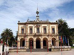 Ayuntamiento de Villaviciosa.   En el concejo de Villaviciosa, desde 1979, el partido que más tiempo ha gobernado ha sido el Partido Popular (PP) (véase lista de alcaldes de Villaviciosa). El actual alcalde de Villaviciosa es José Felgueres, de PP, que ocupa la alcaldía desde el año 2011 .