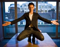 This man is all fascinatingly long limbs. *chinhands* I shall watch you for a little while, Hiddles.