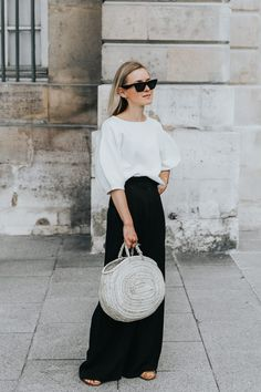 In Black & White https://anoteonstyle.com/in-black-white/?utm_campaign=coschedule&utm_source=pinterest&utm_medium=A%20Note%20On%20Style&utm_content=In%20Black%20and%20White