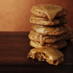 Sticky date biscuits with butterscotch icing | Healthy Recipe | Weight Watchers AU