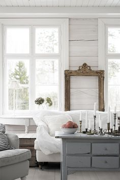 Shiplap and vintage furniture are the perfect match.