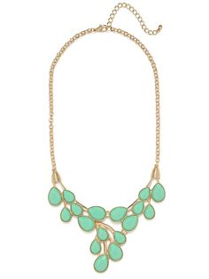 This gorgeous necklace flaunts a lovely romantic vibe that's still audacious at the same time. It's all in that dazzling array of teardrop-shaped gems that beautifully hang like dew drops.