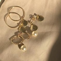 Gold has an excellent reputation in jewelry making and truly so. It's flexible and is stain resistant. But making gold jewelry can be costly. Jewelry Accessories, Fashion Accessories, Jewelry Design, Fashion Jewelry, Fashion Belts, Fashion Fashion, Fashion Ideas, Womens Fashion, Fashion Tips