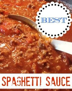 // // A hot bowl of spaghetti is the ultimate comfort food. This spaghetti sauce recipe is one that rivals Olive Garden's sauce. Sauce Recipes, Beef Recipes, Cooking Recipes, I Love Food, Good Food, Yummy Food, Best Spaghetti Sauce, Olive Garden Spaghetti Sauce Recipe, Prego Spaghetti Sauce Recipe
