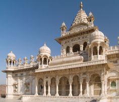 jaswant-thada-ornately-carved-white-marble-tomb-of-the-former-rulers-of-jodhpur-rajasthan-india-1600x1381.jpg (1600×1381)