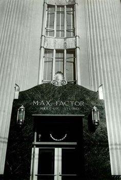 L'Immeuble du 1660 North Highland à Hollywood Avait été Acheté par Max Factor, le Maquilleur des Stars, en 1928. Il en Fera le 'Max Factor, Make Up Studio', qui Ouvrira ses Portes en 1935 - Architecte S.Charles Lee