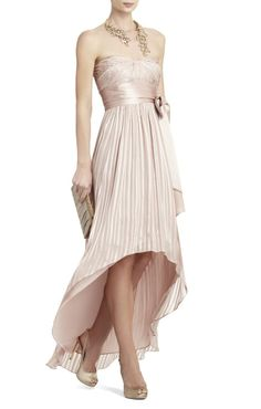 Chiffon Champagne High-Low Dress Check out necklace. Bcbg Dresses, Bcbgmaxazria Dresses, Evening Dresses, Beautiful Gowns, Beautiful Outfits, Mode Glamour, Silk Charmeuse, Costume, Dress Me Up