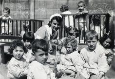 In 1943 ontstaat er met hulp van Walter Süskind een nieuwe ontsnappingsroute voor de kinderen. Twee huizen verderop naast de crèche is de Hervormde Kweekschool gevestigd. Achter het tussengelegen gebouw grenzen de beide tuinen aan elkaar. Er zit slechts een lage heg tussen en … de tuinen worden niet bewaakt!