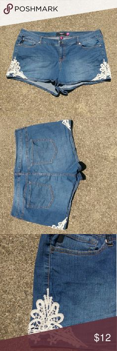 """🍉Torrid shorts 79% cotton, 19% poly, 2% spandex. Cute lace detail. Inseam is 3.5""""  Love them, but have lost weight and no longer fit. torrid Shorts Jean Shorts"""