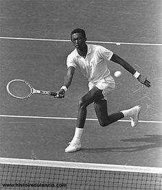 Arthur Ashe, brought tennis to great heights and giving back to humanity. all people showing them that you can attain your dreams. A life cut short, his charities are still giving. Arthur Ashe, Sport Tennis, Play Tennis, Tennis Legends, Professional Tennis Players, Vintage Tennis, Tennis Fashion, Sport Icon, Tennis Stars