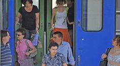 Treni soppressi e bus lumaca: estate bollente per i pendolari pavesi - Il Giorno