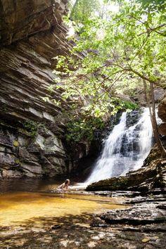 10 Great North Carolina Hikes Under 3 Miles Camping In North Carolina, Western North Carolina, North Carolina Mountains, South Carolina, North Carolina Waterfalls, Carolina Blue, Best Swimming, Swimming Holes, Camping Places