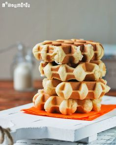 The best sugar waffles (in Spanish) Liege Waffles Recipe, Crepes And Waffles, Waffle Recipes, Brunch Recipes, Breakfast Recipes, Waffle Bar, English Food, Bakery, Yummy Food