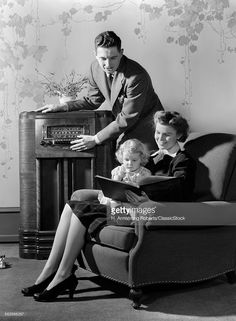 Stock Photo : 1930s 1940s FAMILY...
