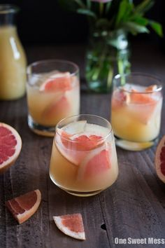 Grapefruit and bourbon–together, forever, amen! This gem of a cocktail is fresh and fruity, tart and oaky, strong and boozy. It's everything you want in a summer cocktail. Mezcal Cocktails, Tonic Cocktails, Bourbon Drinks, Cocktail Recipes With Bourbon, Summer Bourbon Cocktails, Spring Cocktails, Cocktail Ideas, Grapefruit Gin And Tonic, Grapefruit Cocktail