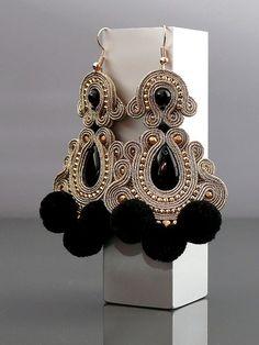 Beautiful, impressive Soutache earrings, made of Soutache strings with Onyx and glass beads. Soutache Necklace, Beaded Earrings, Crochet Earrings, Jewelry Making Beads, Cute Jewelry, Handmade Necklaces, Handmade Jewelry, Bohemian Bracelets, Polymer Clay Charms