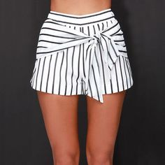 JOA Bayside Babe Ivory and Black Striped Shorts – Mode für Frauen Bow Shorts, Cute Shorts, Striped Shorts, Modest Shorts, Jean Shorts, Short Outfits, Summer Outfits, Cute Outfits, Summer Shorts