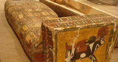 Un escondite en el cual había más de mil 500 piezas arqueológicas del Egipto antiguo que serían vendidas en el mercado negro de antigüedades fue descubierto hoy por la policía.