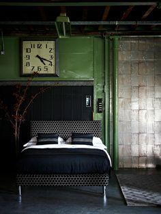 .. Bedroom. Green wall.