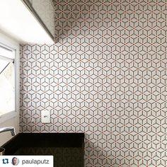 #Repost @paulaputz with @repostapp. ・・・ Cozinha nova ❤️ #cozinha #Kitchen #papeldeparede #bucalo #bucalopapeisdeparede #bucaloaugusta #bucalogabriel #bucaloded