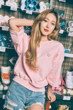 S Girls, Kpop Girls, Evisu, Sinb Gfriend, Perfect Jeans, G Friend, Kpop Girl Groups, Ulzzang Girl, Korean Singer