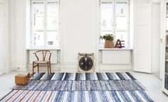 Noticed recently on Lady Oracle, these lovely rag rugs by Rugcycle. For centuries, Swedish women would sit in their homes or sewing circles crafting rag rugs. Recycled Rugs, Piece A Vivre, Interior Decorating, Interior Design, Painted Floors, Modern Rugs, Home Decor Inspiration, Sweet Home, Kids Rugs