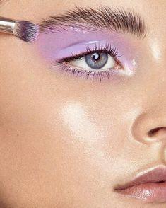 #glossylids #glossymakeup #lavendermakeup #lavendermakeup #shinyeyeshadow #glossyeyeshadow #vibrantmakeup #glamorousmakeup #editorialmakeup #makeuptrends #springmakeuptrends #springmakeuptrends2018